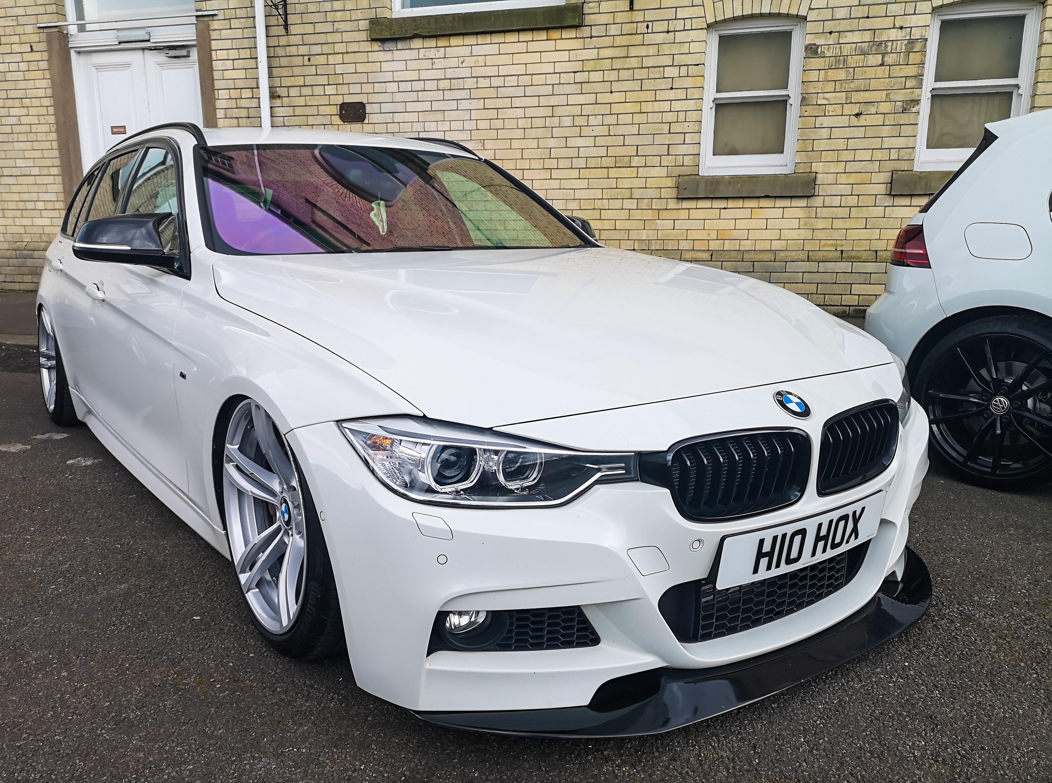 White BMW 3 Series Estate
