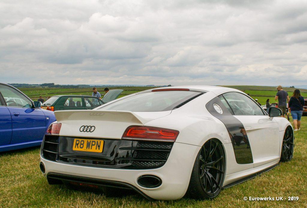 V8 Audi R8 White